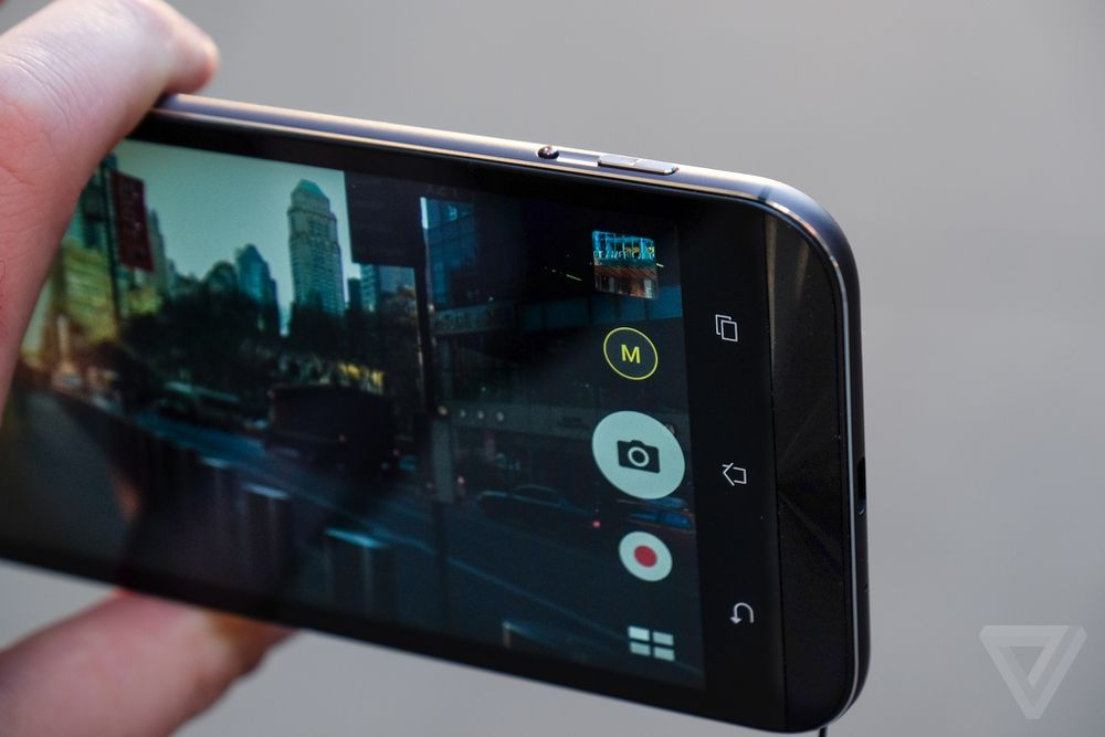 ZenFone-Zoom-Review-Verge-Welch-02