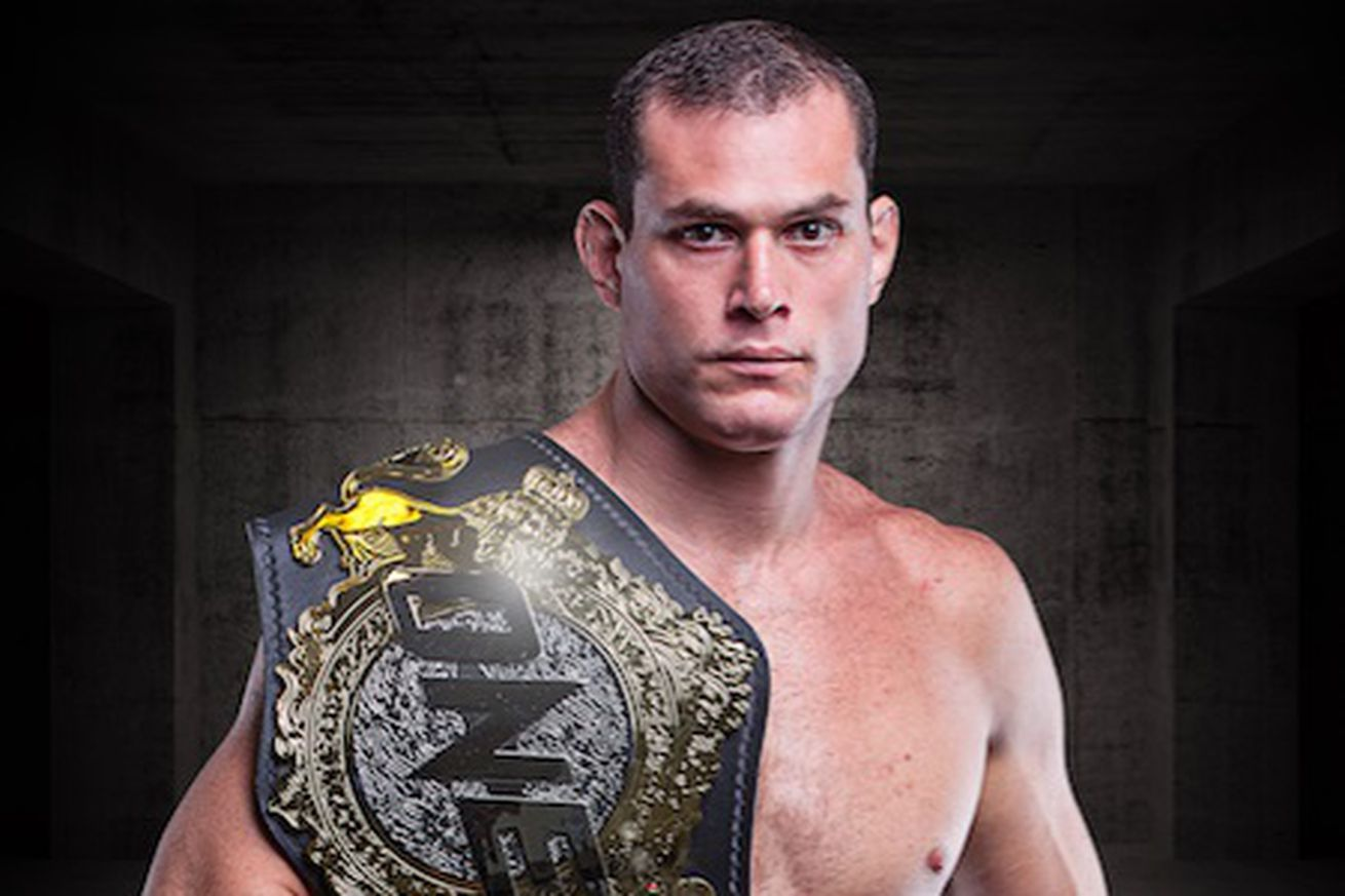 Roger Gracie joins Evolve MMA fight team