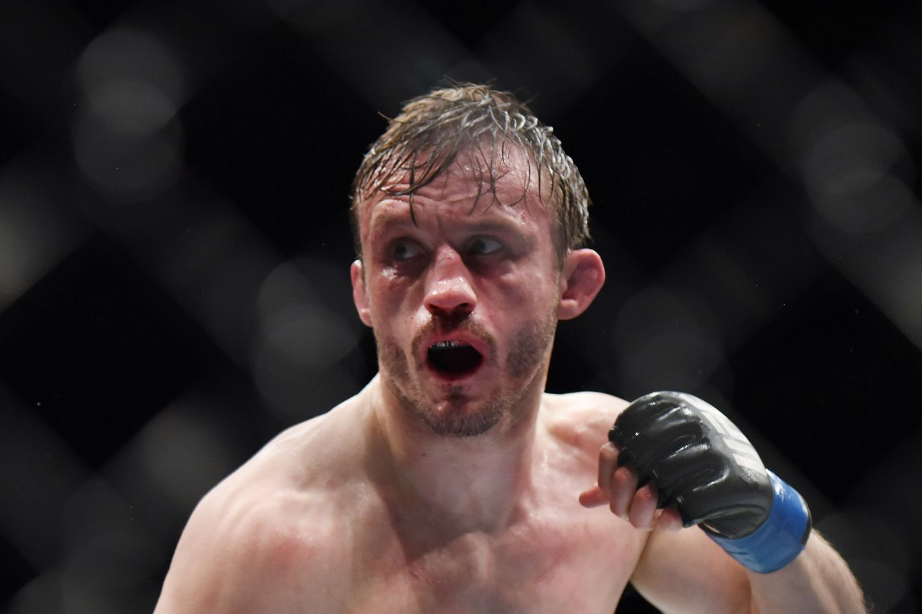 UFC 204: Brad Pickett vs Iuri Alcantara set for Oct. 8 in Manchester