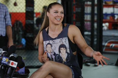 Fightweets: Ronda Rousey, record crowds, and mounting pressure