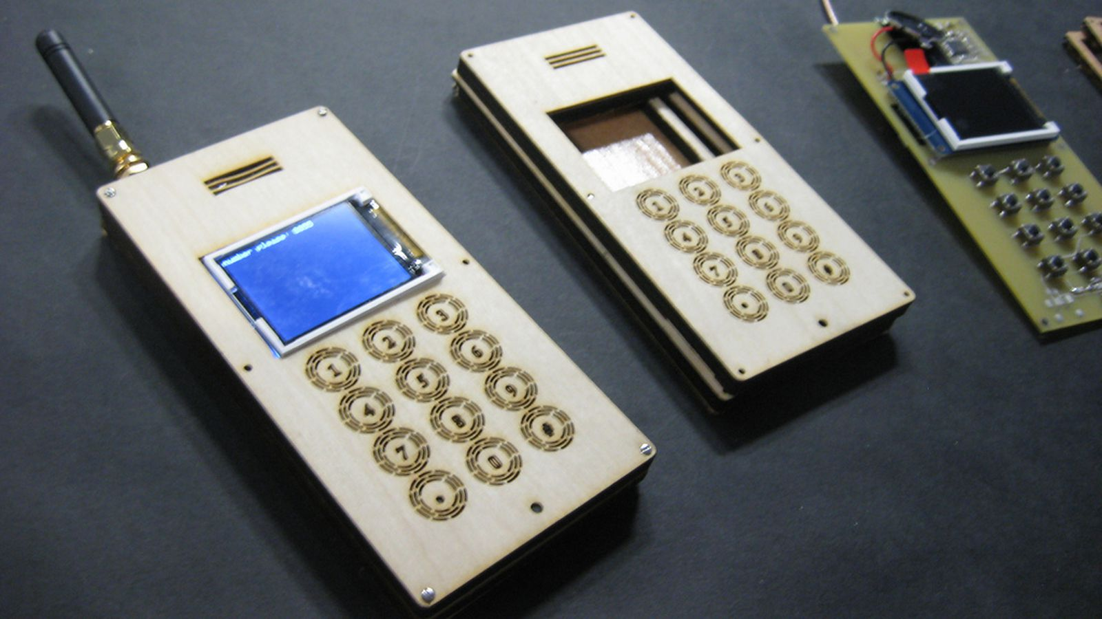 MIT student builds wooden DIY cellphone for $150