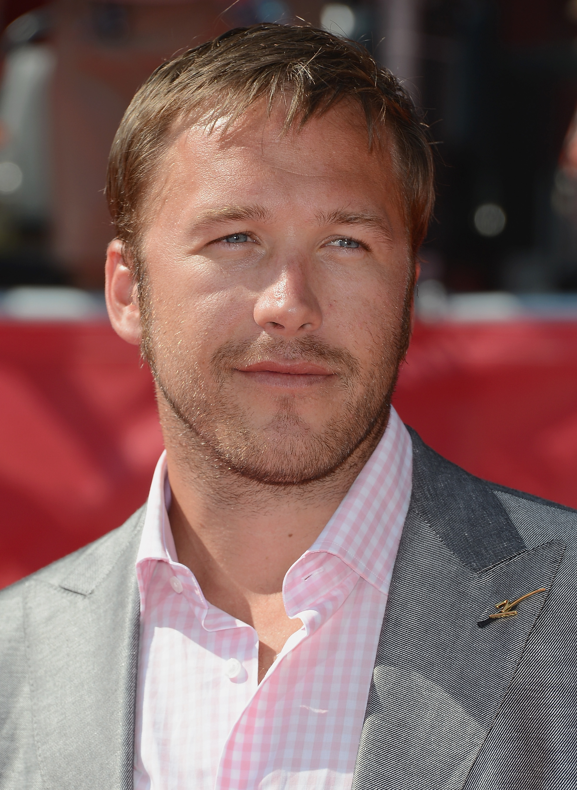bode guys Olympic skier bode miller has a new training regimen, which includes work as a shirtless back waxer and naked sprints through the streets of new york watch it, after the jump.