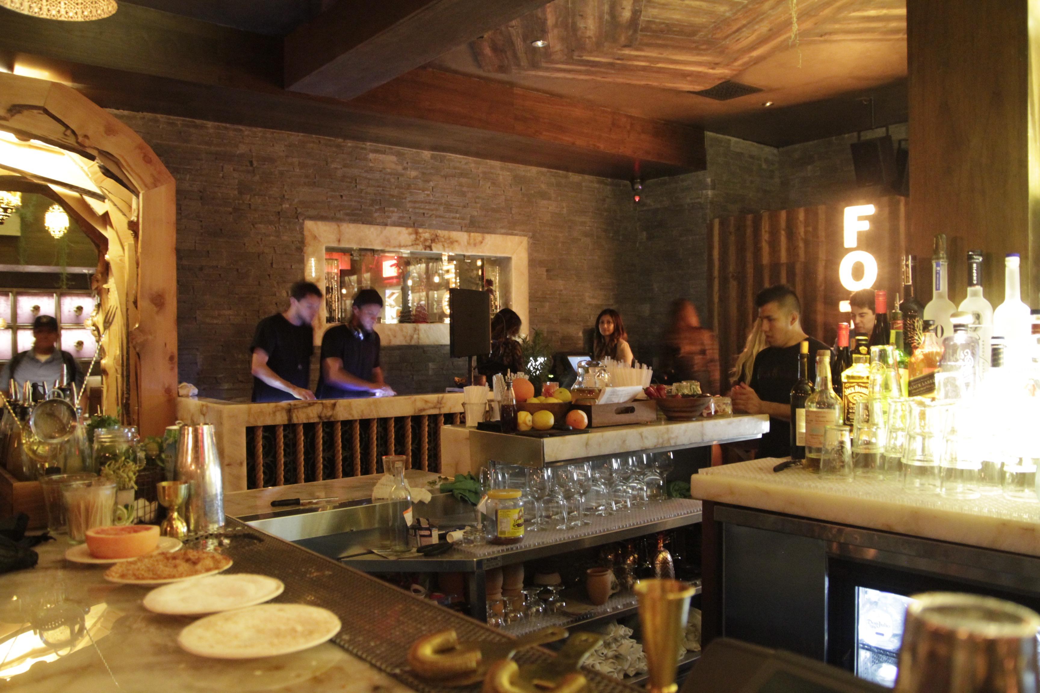 are decent cocktails possible at la 39 s clubbiest restaurants eater la. Black Bedroom Furniture Sets. Home Design Ideas