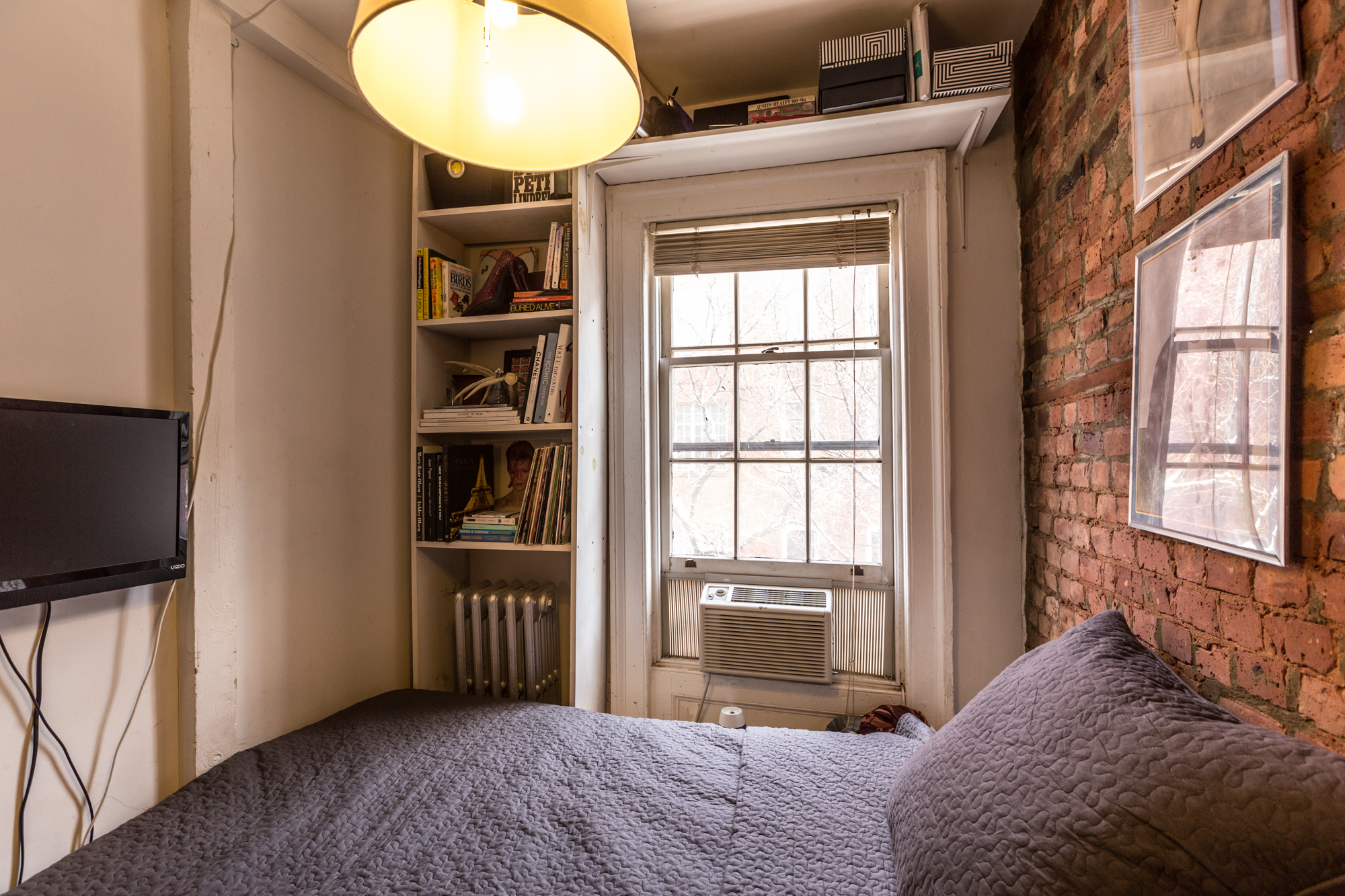 How one new yorker lives comfortably in 90 square feet for 100 square feet bedroom interior