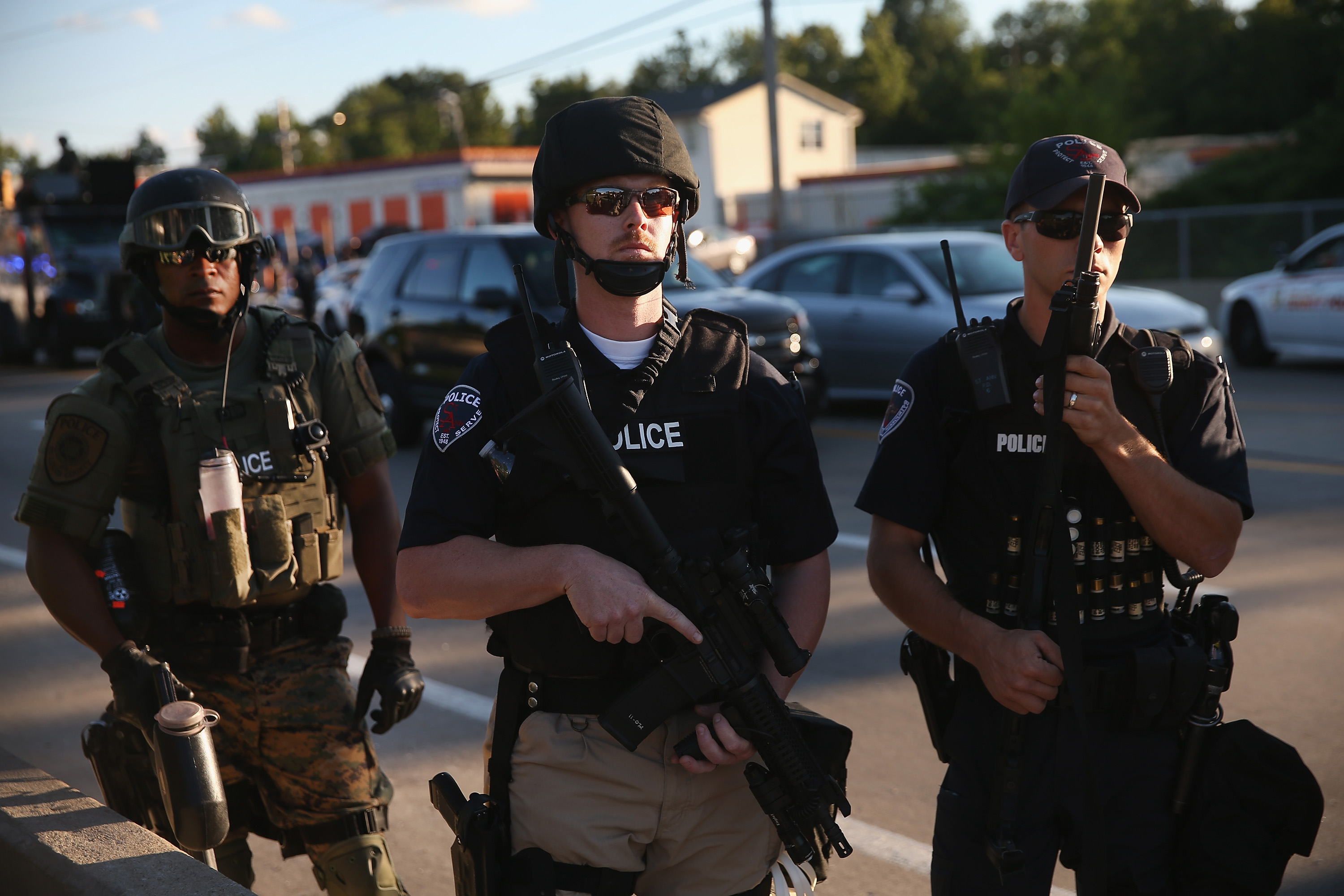 why america s police forces look like invading armies vox ferguson cops in their army gear