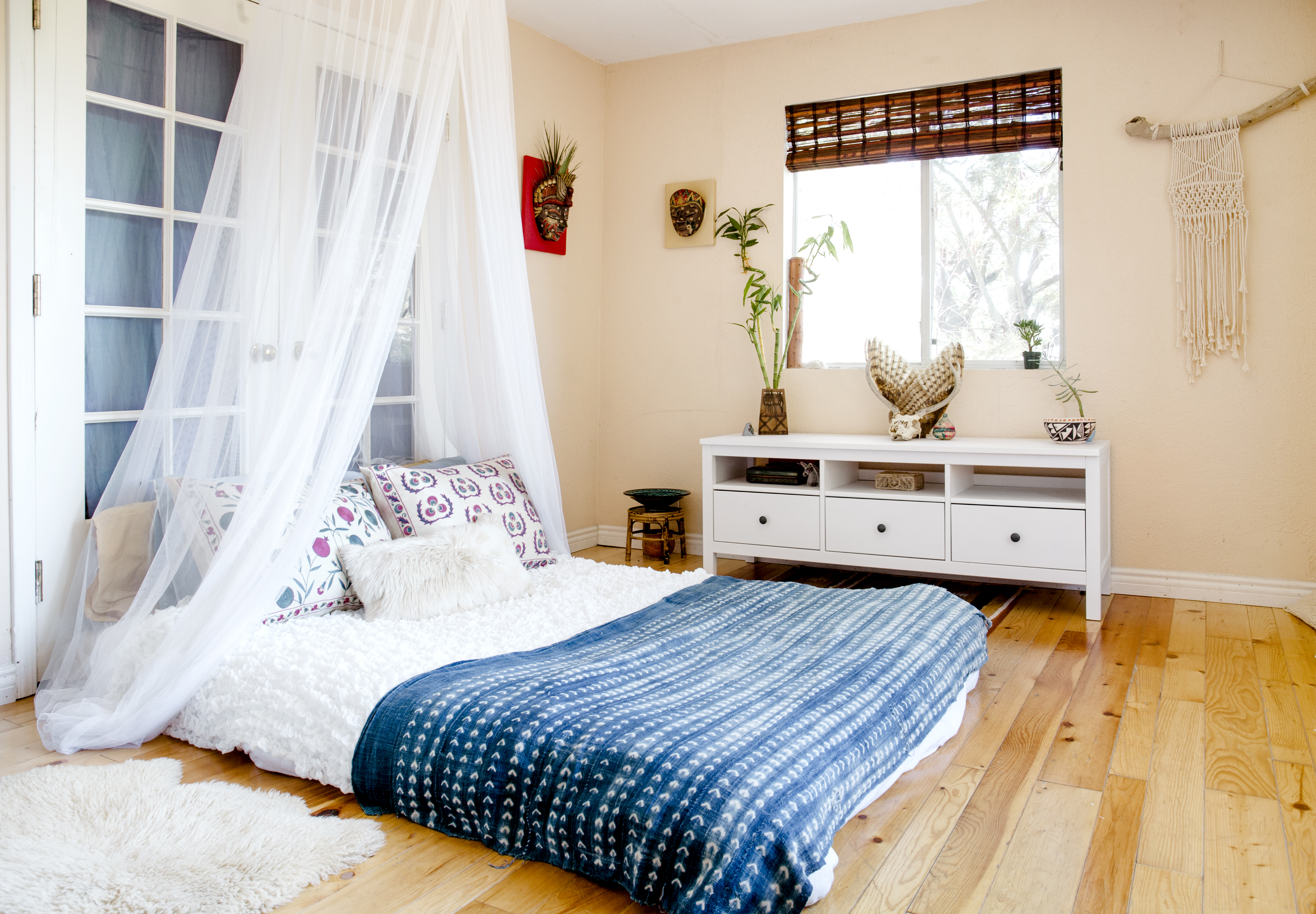 Oakland Bedroom Furniture An Oakland Musician Makes Her Home Sing Curbed