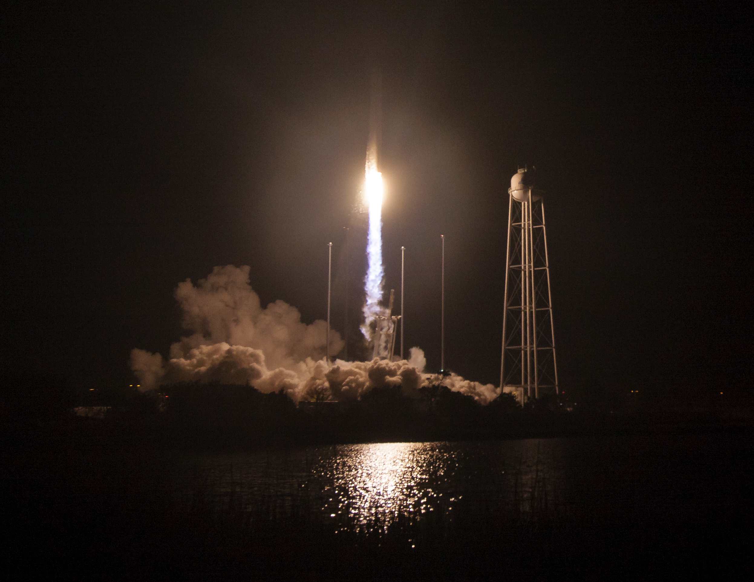 Experts concerned by SpaceX plan to fuel rockets with people aboard