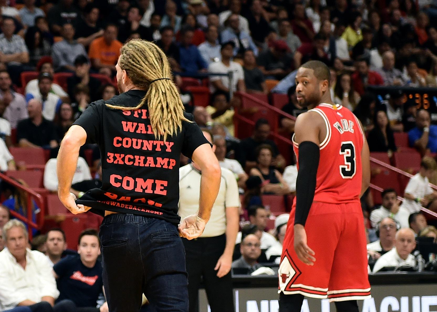 Wade a victor again in Miami, Bulls top Heat 98-95