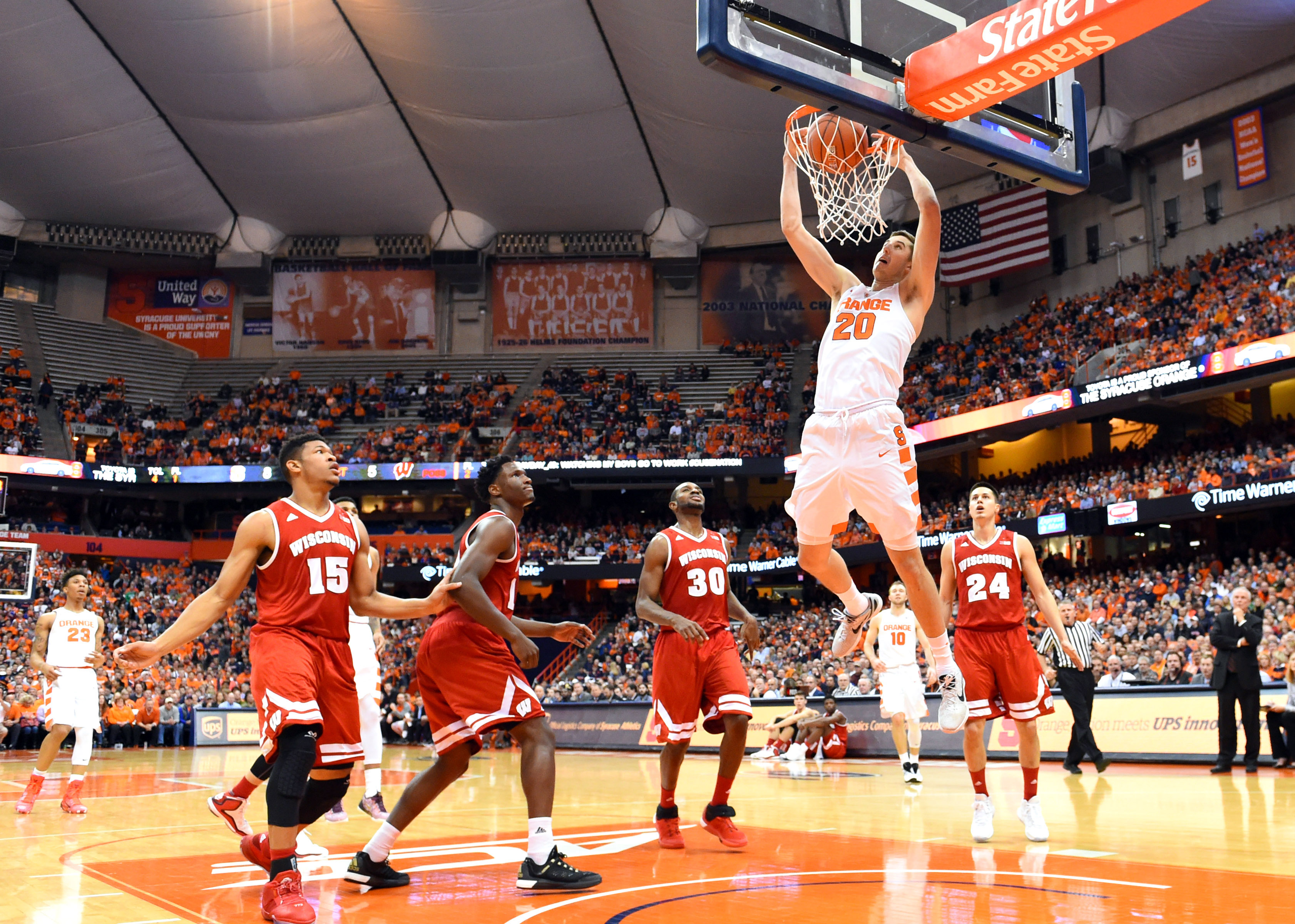 Happ's double-double helps Badgers down Syracuse