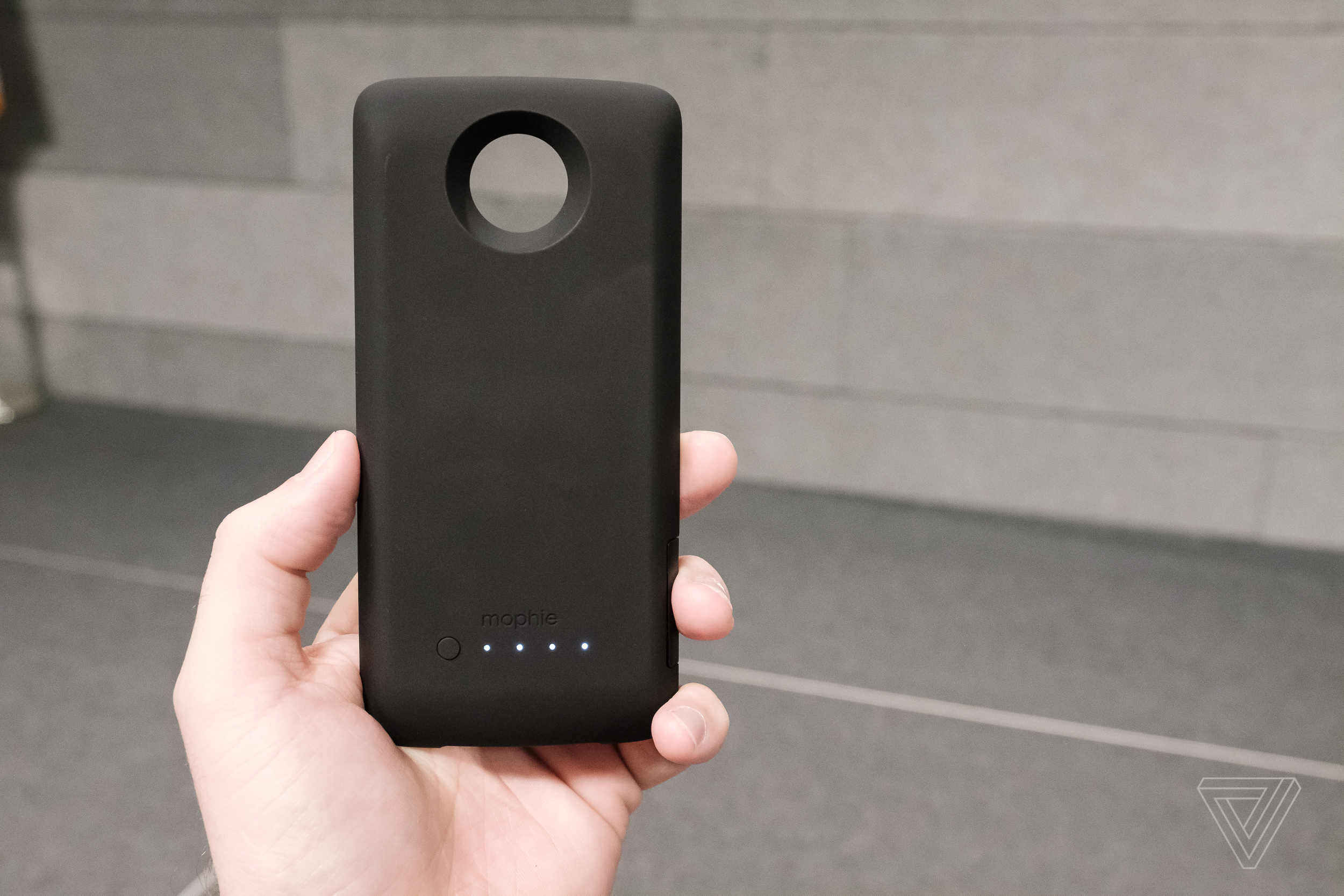 save off 77321 ca556 Moto's newest mods are a Mophie battery and Incipio car dock - The Verge