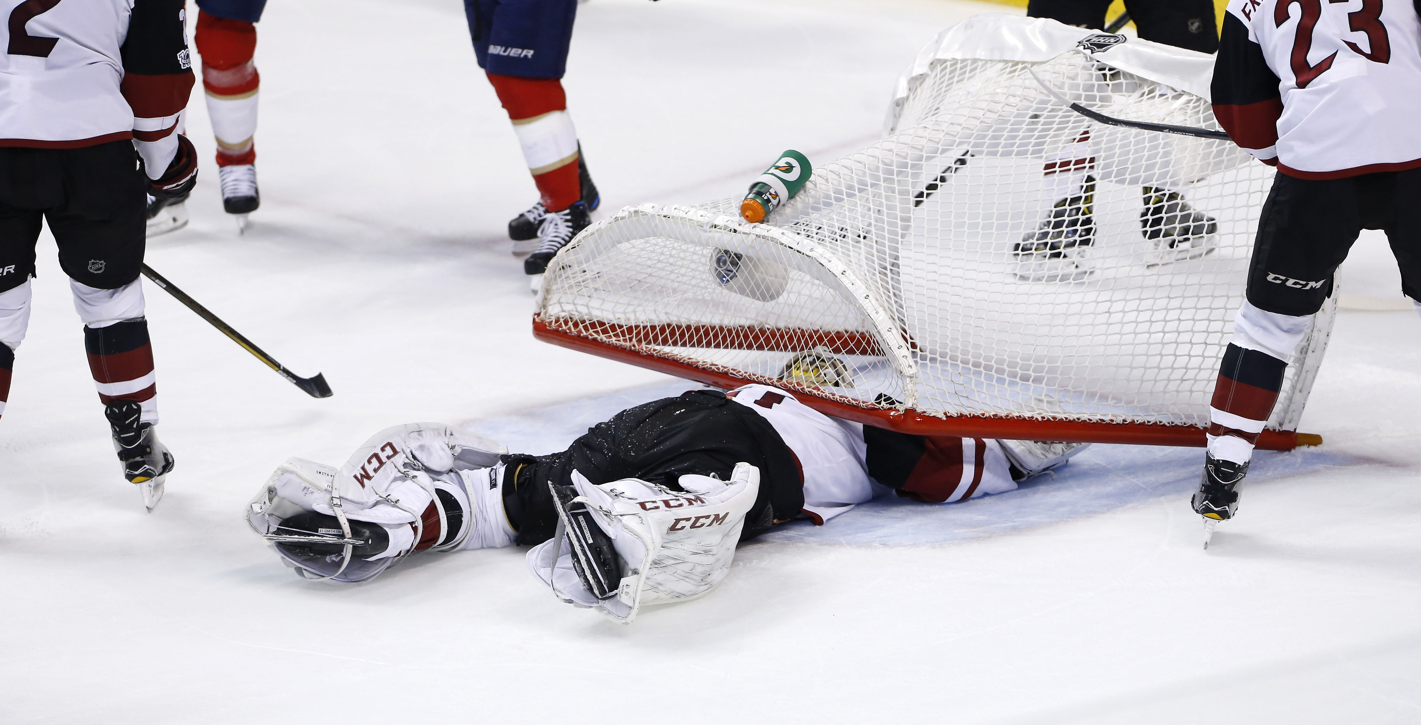 Ovechkin, Capitals help bump Wild from conference lead