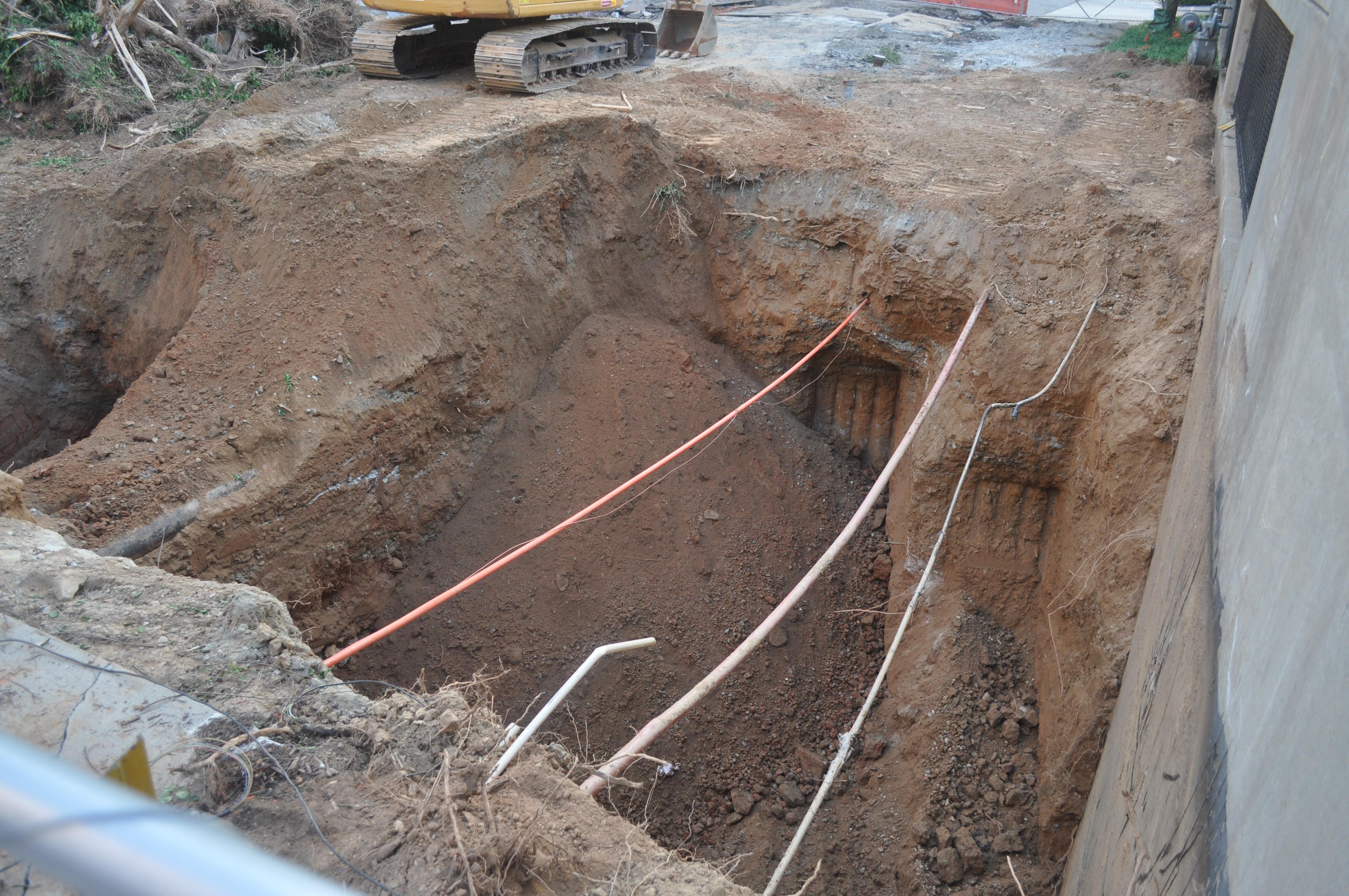 photos midtown atlanta sinkhole grows as crews search for clues