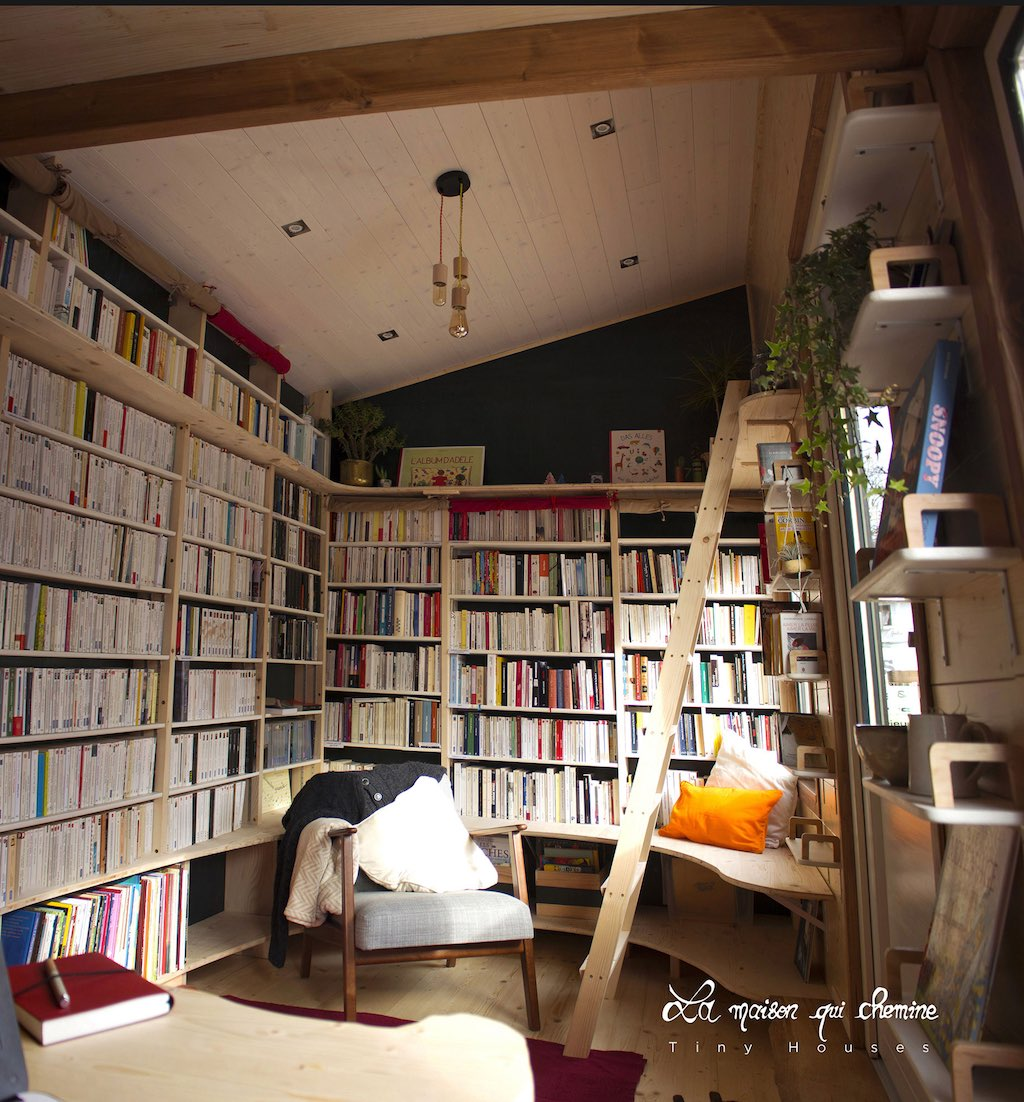 Tiny house bookstore will travel around france curbed for Libraire maison