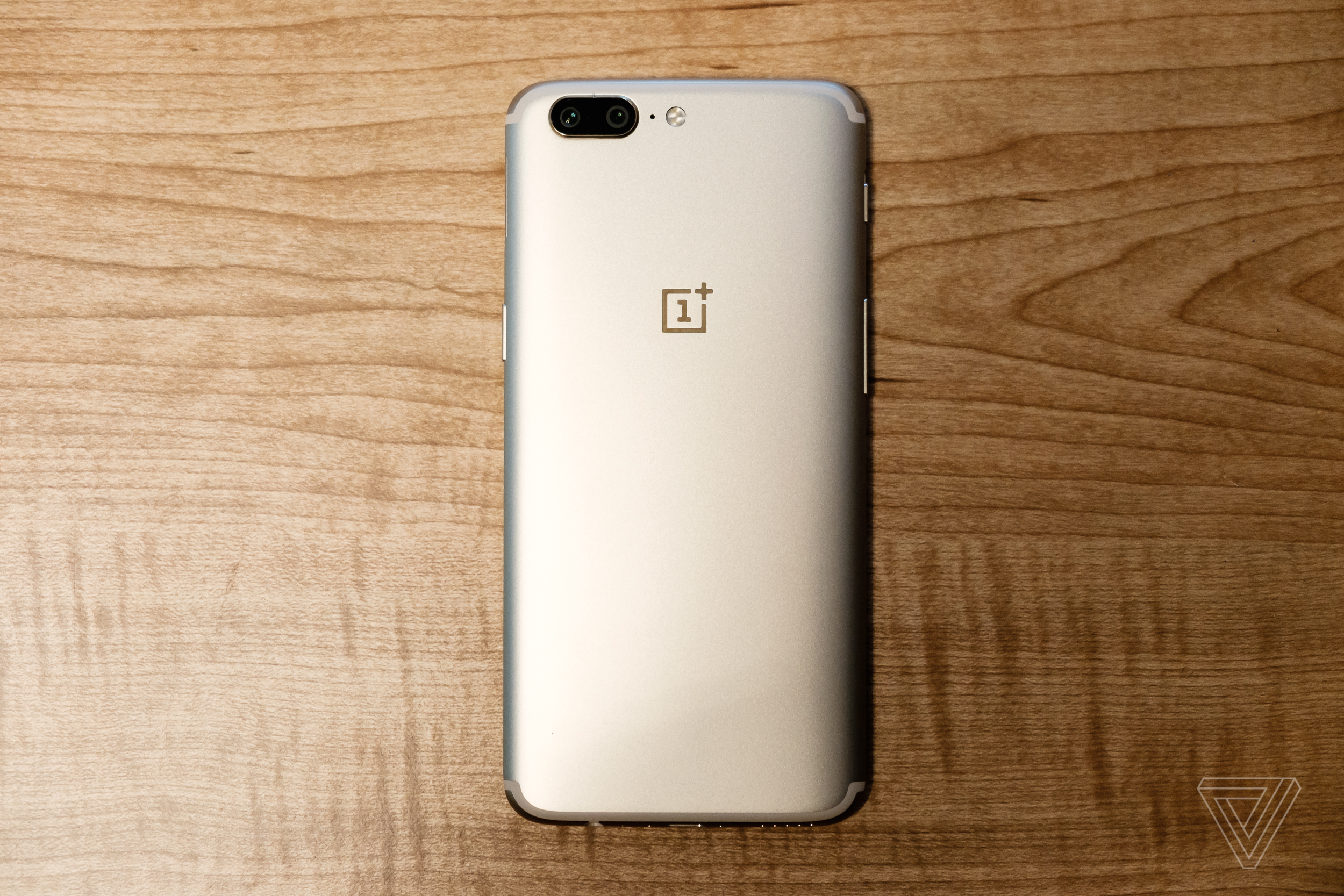 The Oneplus 5 Is Now Available In Gold Verge Oneplus5 8 128gb 1 Of 7
