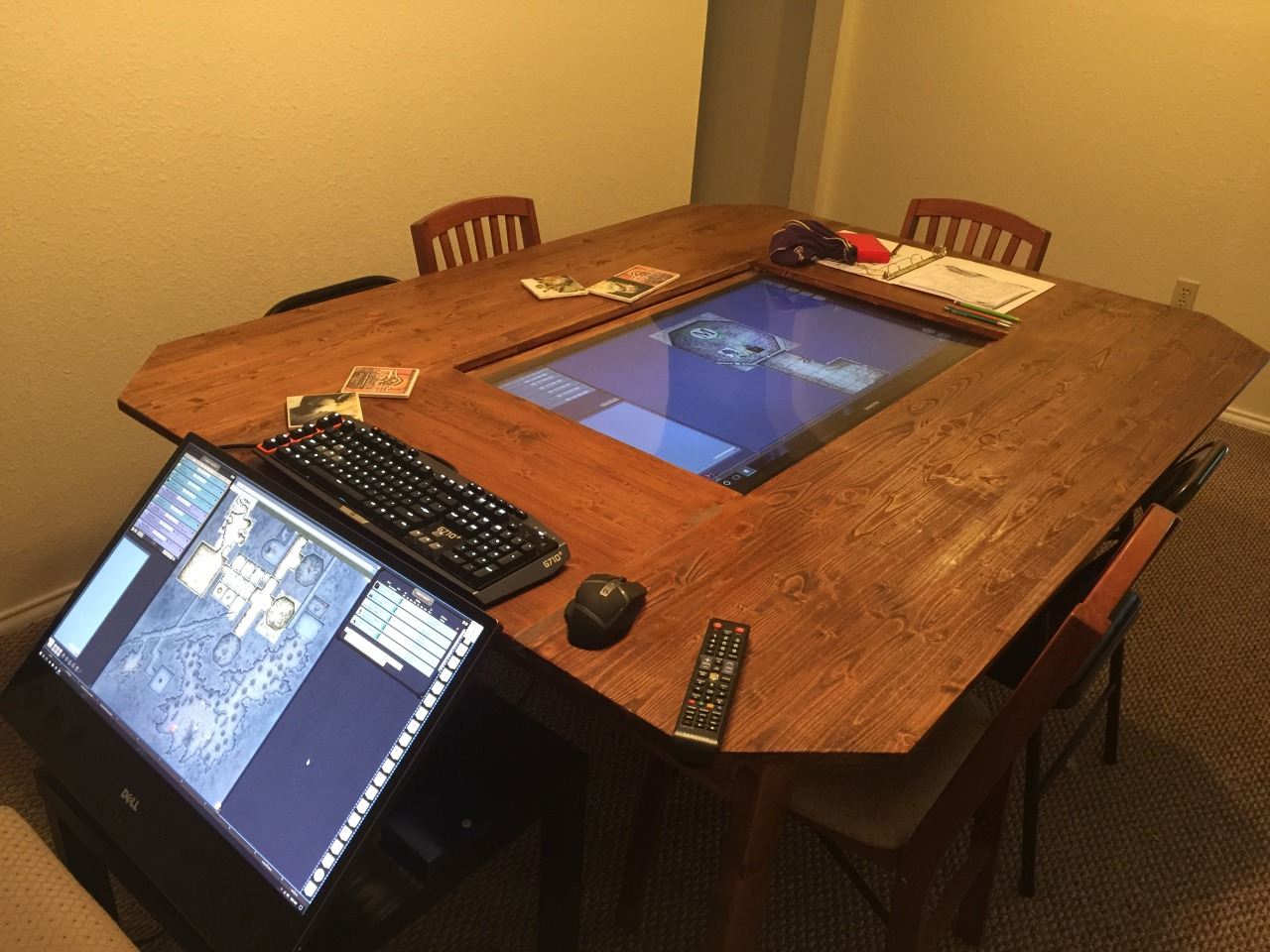 DD Group Builds Custom Digital Tabletop With K Touchscreen Polygon - Digital board game table