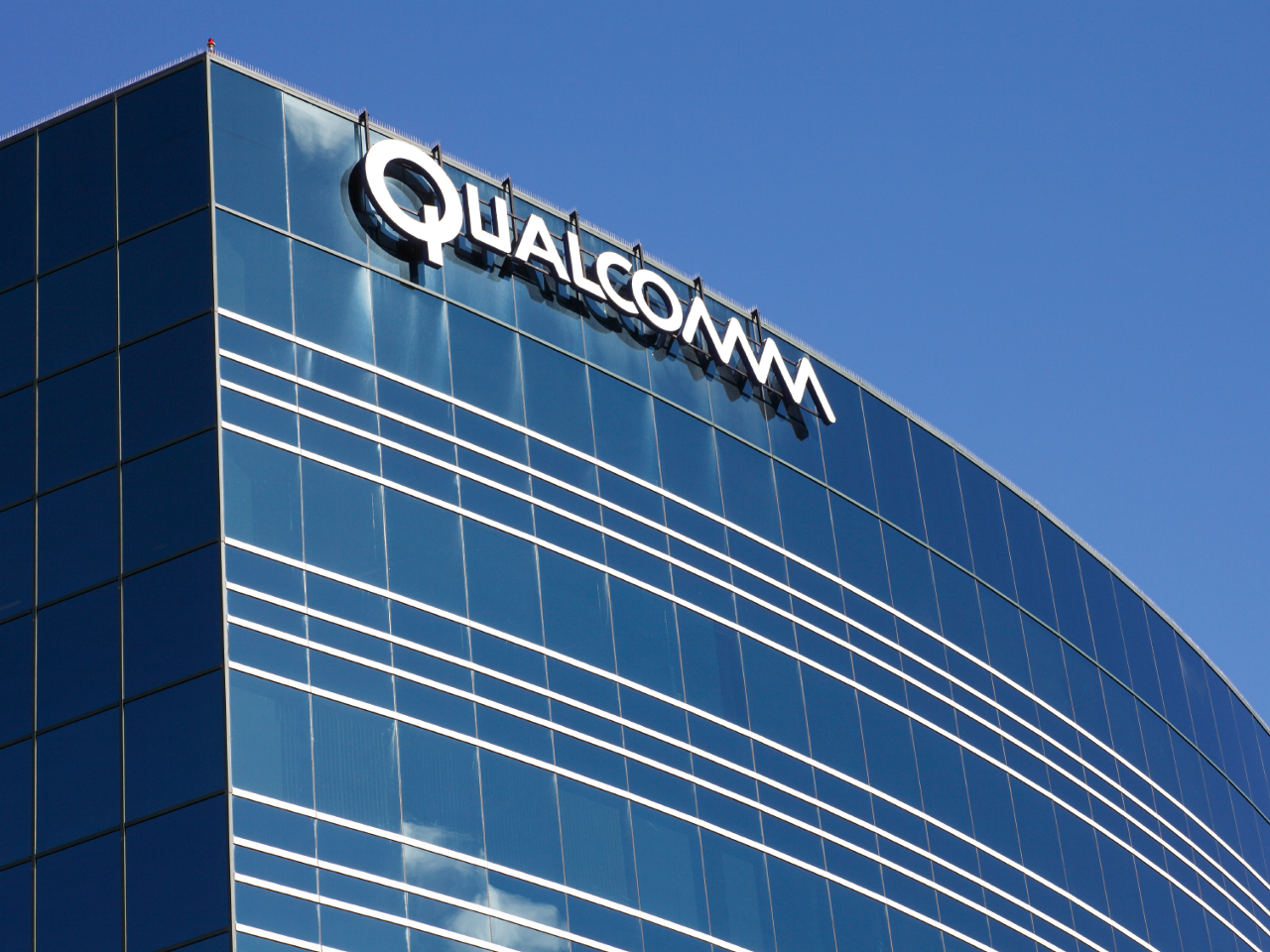 https://cdn1.vox-cdn.com/uploads/chorus_image/image/49532693/20151103-qualcomm-building.0.jpg