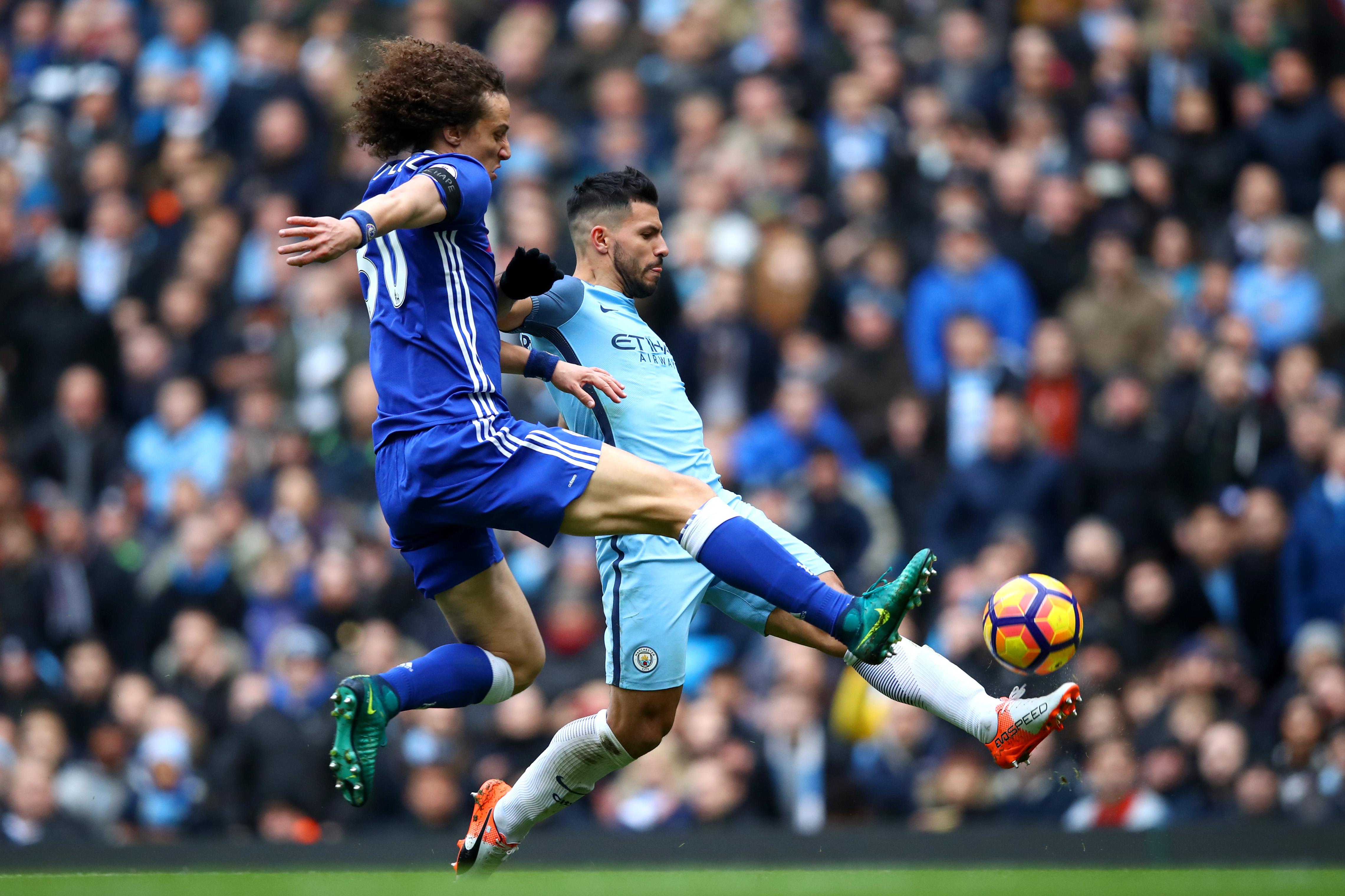 El Chelsea asalta Manchester (1-3) y vuela en solitario al frente de la Premier